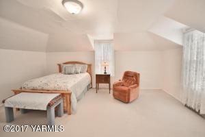8b Upstairs Bedroom 2