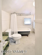 8c Large Upstairs Bath