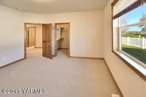 10 Bedroom 2
