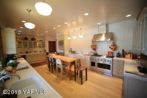 11 Spacious Kitchen