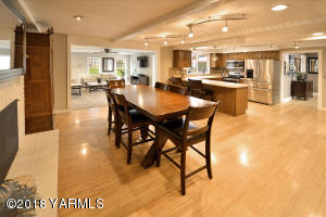4 Open-concept living and dining