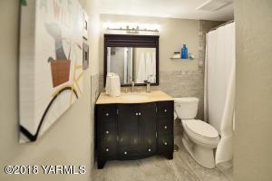 8 Terrific main bath