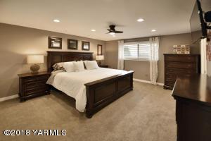 9 Spacious master suite