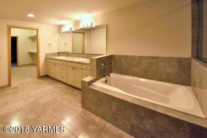 7-Grand Master Bathroom