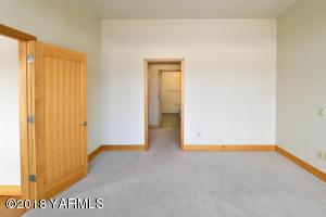 4-Master Bedroom