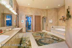 Master Bath w/ access to fitness room