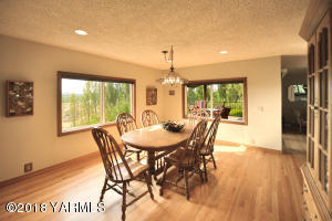 Formal Dining With Views