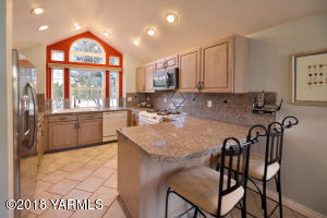 2a Bright Kitchen With Granite Counters