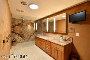 8 Dramatic Slab Granite Shower