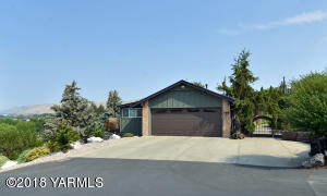 20 Yakima\'s Country Club Neighborhood