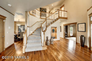3a Grand Entry With Dramatic Staircase