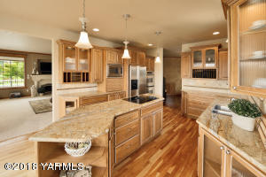 8a Slab Granite Counters & Custom Cabine