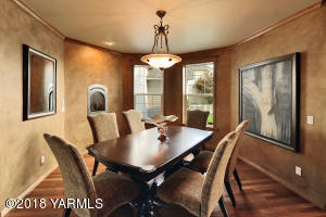 12 Exceptional Formal Dining