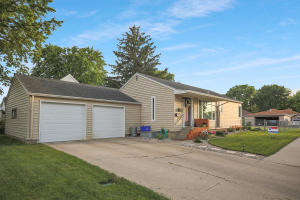 922 NE 7th Avenue, Aberdeen, SD 57401