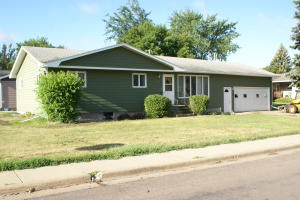 816 NE 12th Avenue, Aberdeen, SD 57401