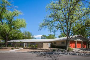 4010 Avenida La Resolana NE, Albuquerque, NM 87110