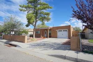 316 Maxine Street NE, Albuquerque, NM 87123