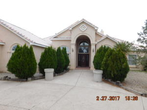 530 Camino Del Bosque NW, Albuquerque, NM 87114