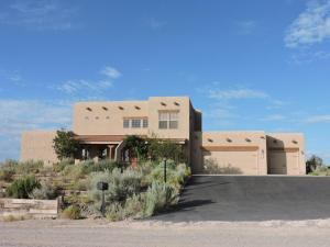 213 Aldaba Circle NE, Rio Rancho, NM 87124