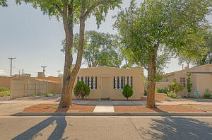 906 Brother Mathais Place NW, Albuquerque, NM 87102