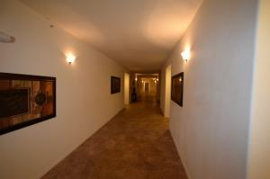 4322FourthNW-Hallways-09092015 (4) (1280