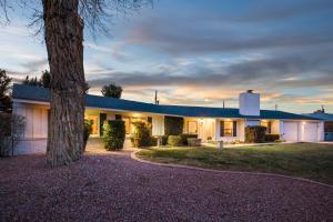 1719 Chacoma Place SW, Albuquerque, NM 87104