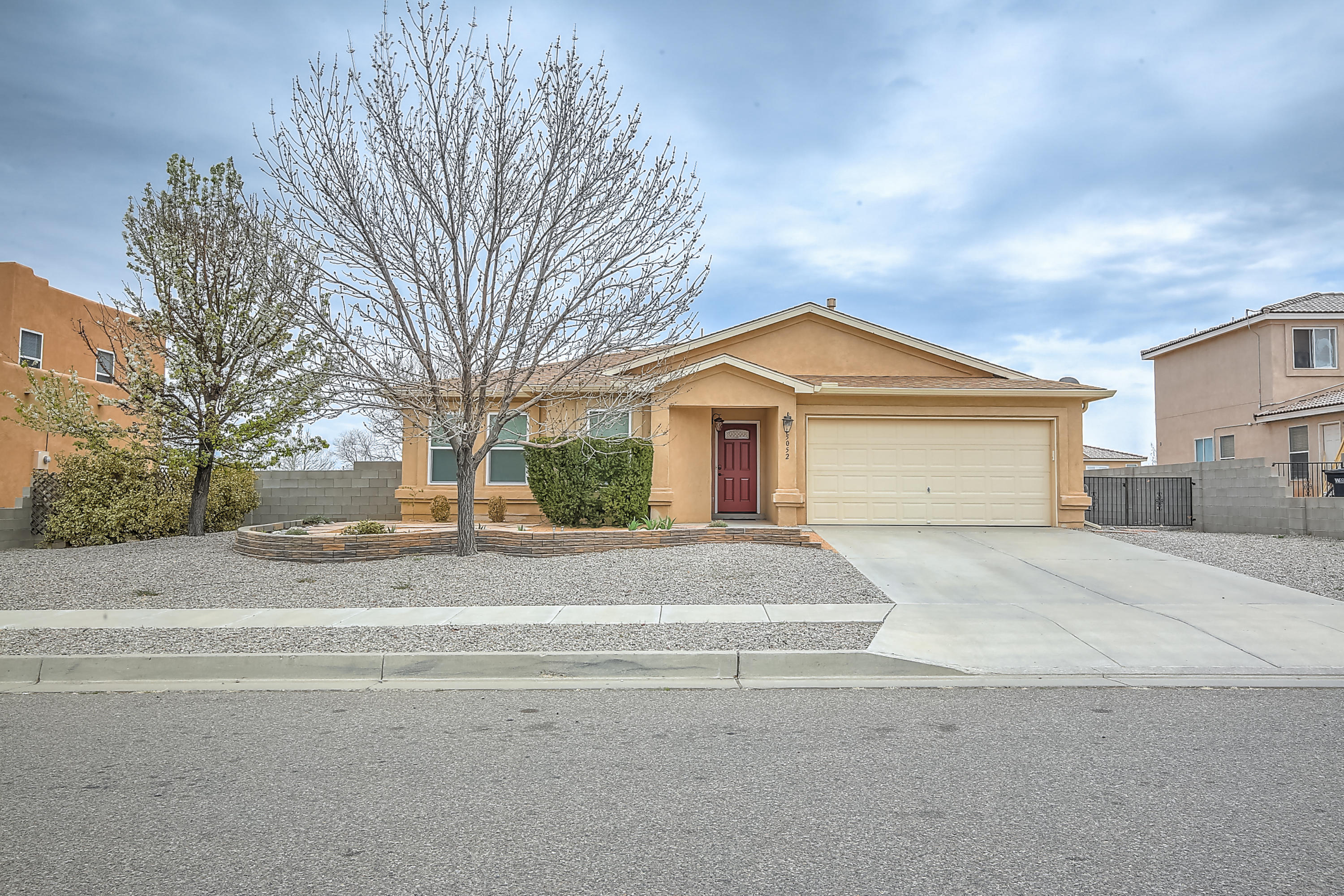 5052 Sanbusco Court NE Albuquerque Home Listings - RE/MAX Elite Albuquerque Real Estate
