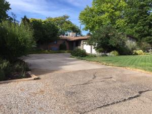 1025 Stuart Rd NW, Albuquerque, NM 87114