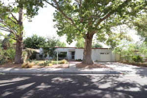 Property for sale at 1622 San Patricio Avenue SW, Albuquerque,  NM 87104