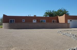 WELCOME TO 40 ATHENS CT SE RIO RANCHO NM. On .63 acres!!