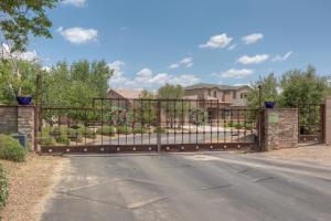 335 Nuevo Hacienda Lane NW