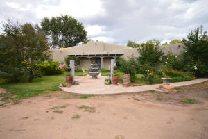111 Fresquez Road NE, Albuquerque, NM 87113