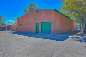 320 Headingly Avenue NW, Albuquerque, NM 87107