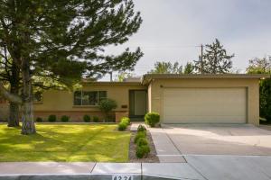 4224 Broadmoor Avenue NE