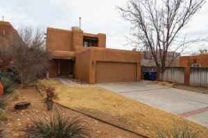 2904 Calle Del Rio NW, Albuquerque, NM 87104