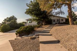 3101 Camino De La Sierra Lane NE, Albuquerque, NM 87111