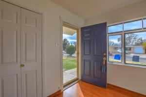 1504 Espejo Street NE, Albuquerque, NM 87112