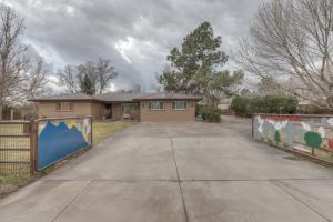 1140 Ortega Road NW, Los Ranchos, NM 87114