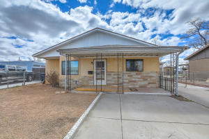 942 Alta Monte Avenue NW, Albuquerque, NM 87107