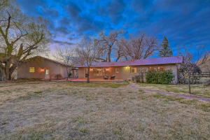 10100 Loretta Drive NW, Albuquerque, NM 87114
