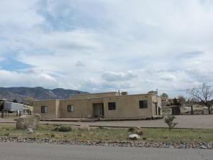 12404 Palomas Avenue NE, Albuquerque, NM 87122