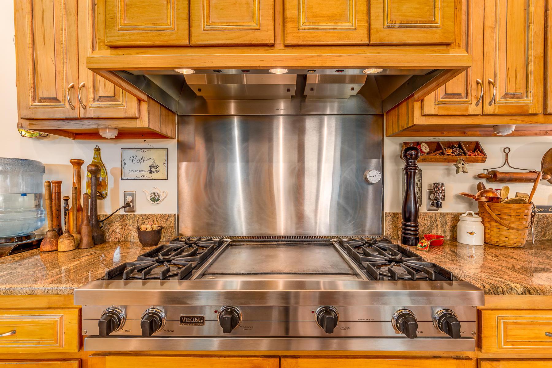 Chef's Kitchen/ Viking appliances