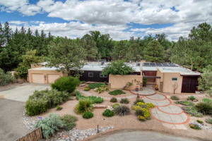 Property for sale at 17 Applewood Lane NW, Los Ranchos,  NM 87107