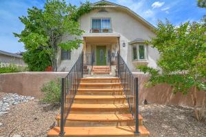 632 Cedar Street NE, Albuquerque, NM 87106