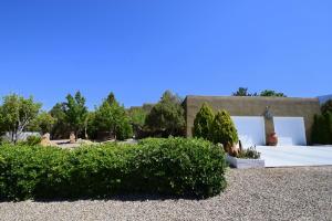 11105 San Bernardino Avenue NE, Albuquerque, NM 87122