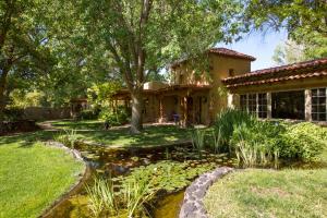 5435 Eakes Road NW, Los Ranchos, NM 87107