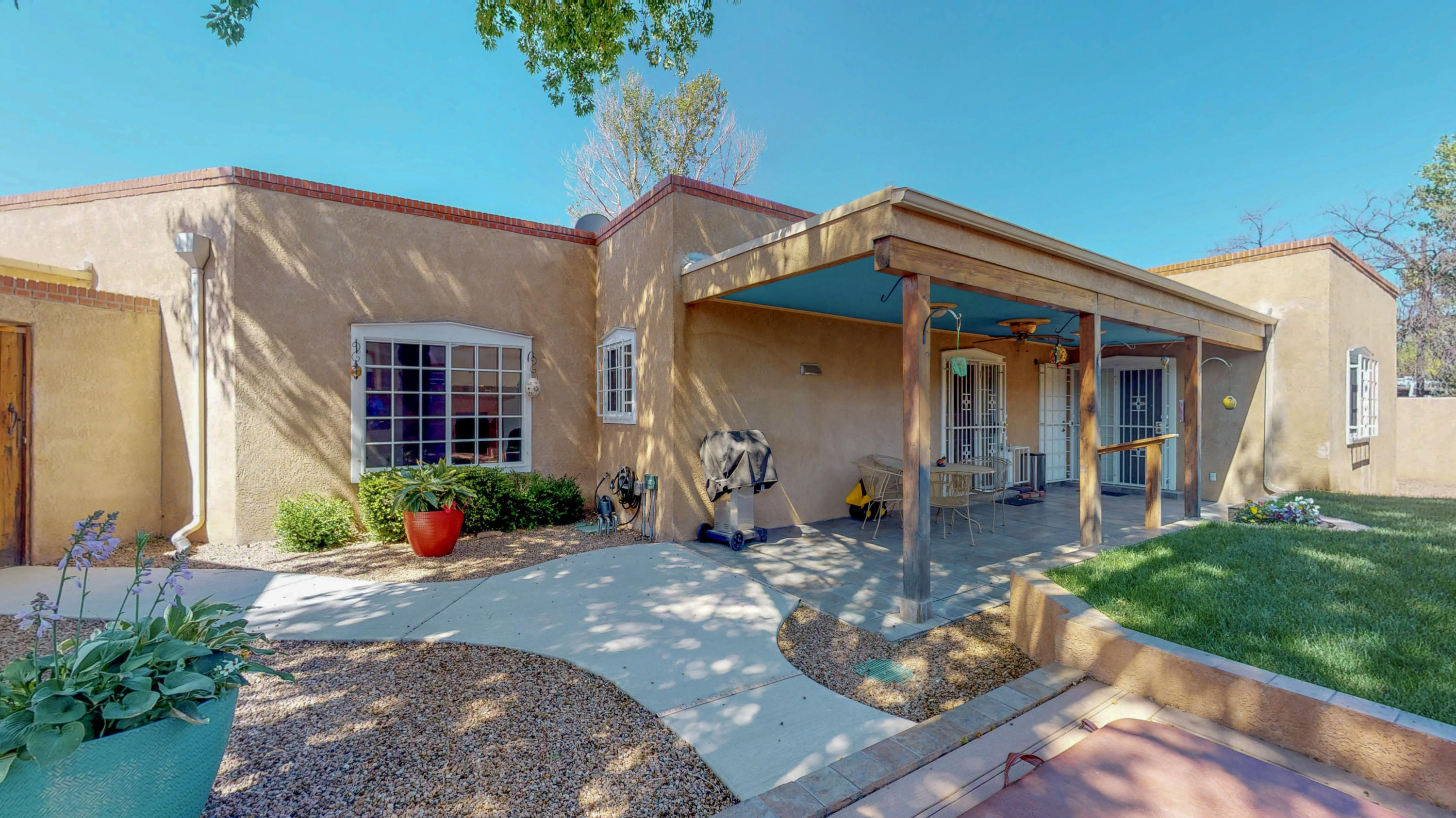 1821 Miracerros Place, Albuquerque NM 87106