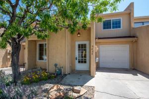2828 Enebro Street NE, Albuquerque, NM 87112