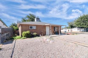 9002 Phoenix Avenue NE, Albuquerque, NM 87112