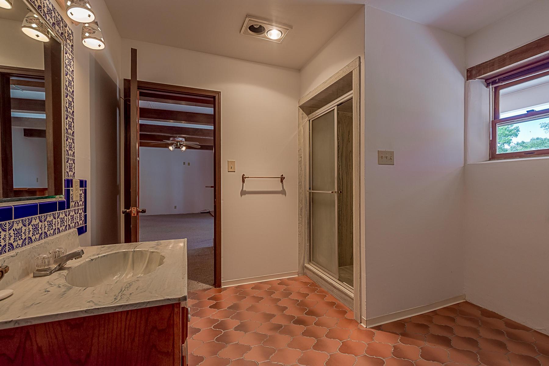 1010 Casa Del Sol Lane-32